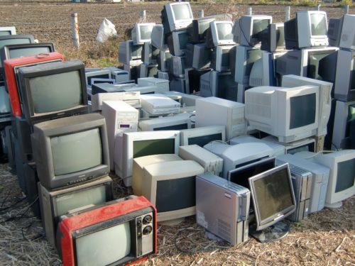 リサイクルされる廃テレビたち
