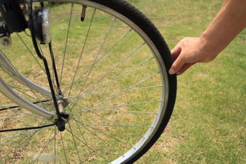 自転車のタイヤチェック