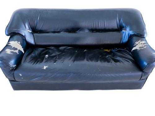 状態の悪いソファ。