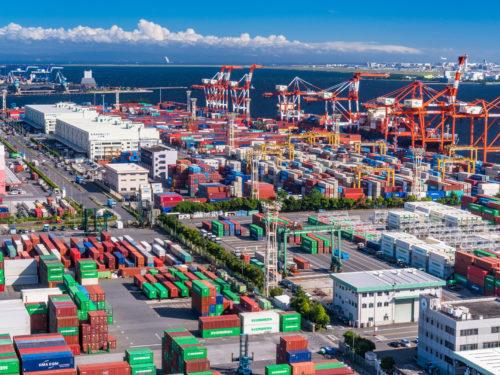 港湾の輸出ヤード。