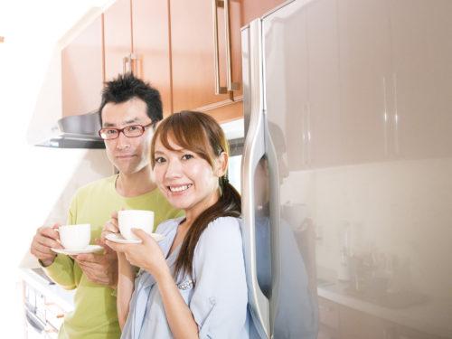 冷蔵庫と男女